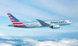 Passageira com bebê no colo é agredida por comissário da American Airlines dentro de avião; vídeo