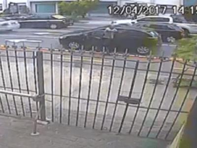 Motorista desce armado de carro e impede assalto a pedestres em Niterói; veja vídeo