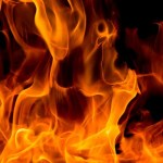 Acusado de bruxaria, casal é amarrado a poste e queimado vivo