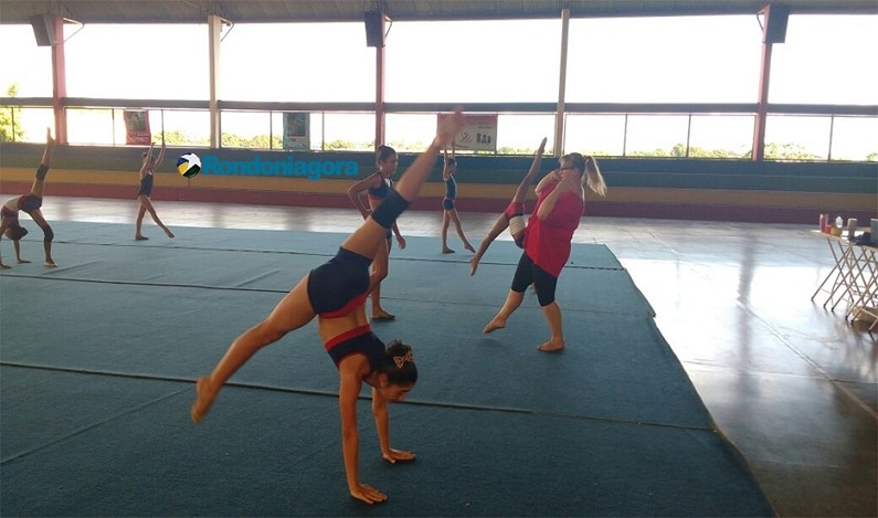Ginastas do Clube Dom Bosco são treinadas por profissionais búlgaras