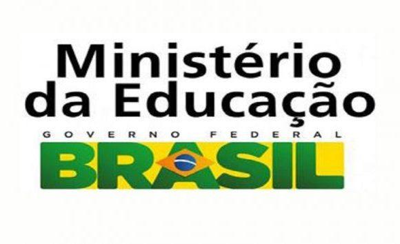 MEC repassa R$ 296 milhões para pagamento de bolsas da Capes