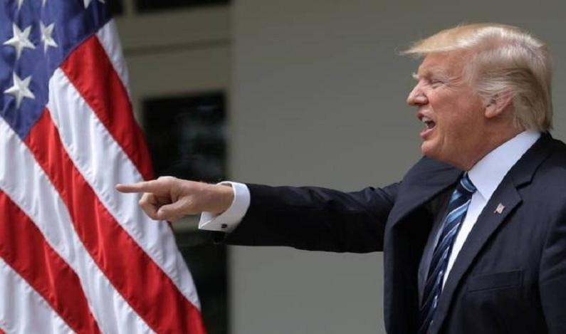 Trump diz que sempre teve intenção de demitir o diretor do FBI