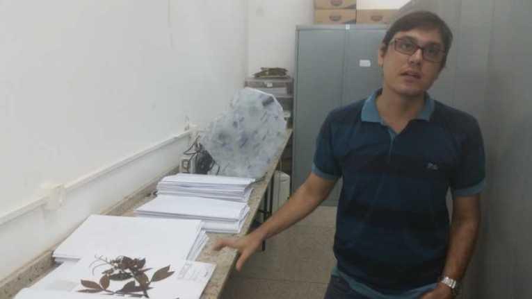 Narcisio Costa Brigio, professor da Unir, é um dos responsáveis pela catalogação das novas espécies de plantas em RO (Foto: Toni Francis/G1)