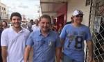 Alan Queiroz acompanha Prefeito em caminhada, na avenida Jatuarana