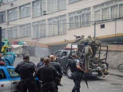 Confronto no Complexo do Alemão deixa 4 PMs baleados