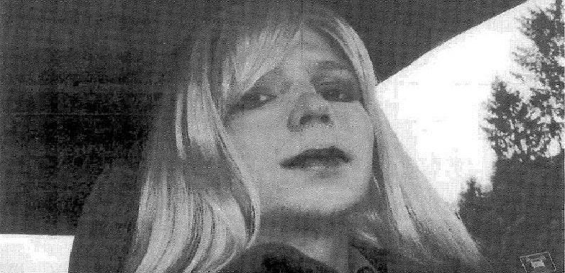 Chelsea Manning, fonte do Wikileaks, deixa a prisão