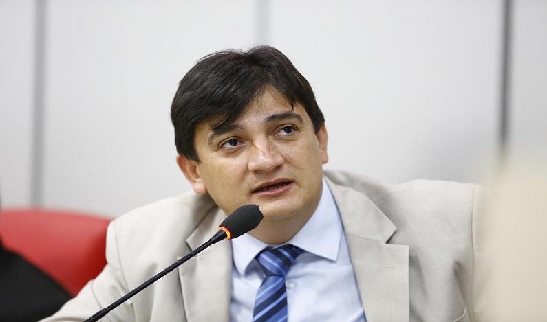 Cleiton Roque pede recuperação de ponte de madeira na estrada de Figueira