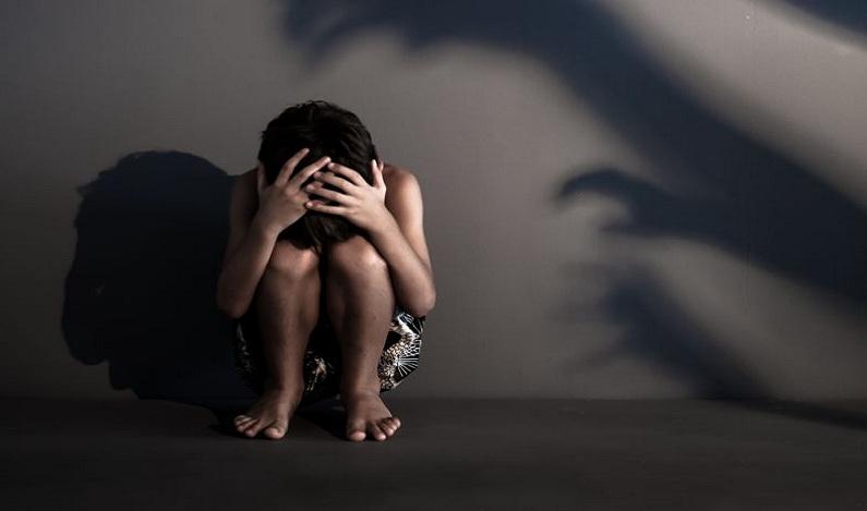 Menina de 8 anos é estuprada na casa do pai por adolescente de 15 anos