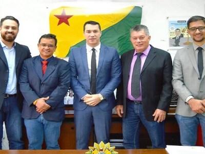 Deputado Edson Martins visita Rádio e TV da Assembleia do Acre