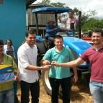 Expedito Netto entrega implementos agrícolas em Urupá