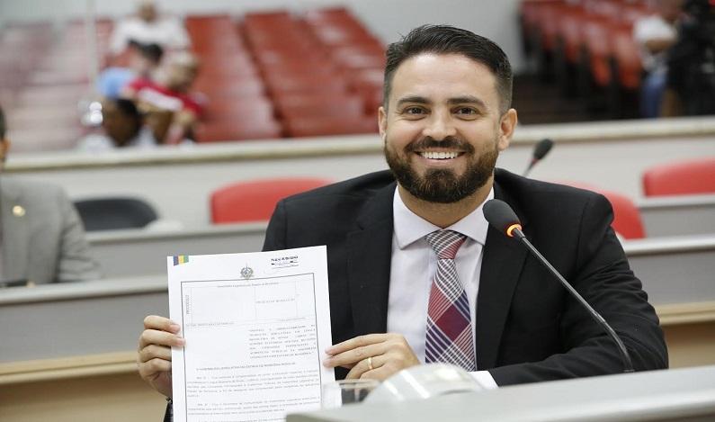 Aprovado Projeto de Lei sobre Gestão Democrática de autoria do Deputado Léo Moraes