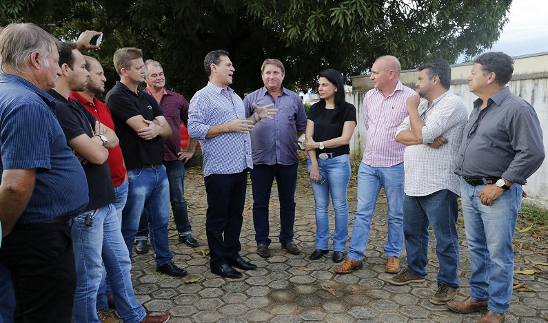 Maurão vistoria obras de recuperação do asfalto da RO 471