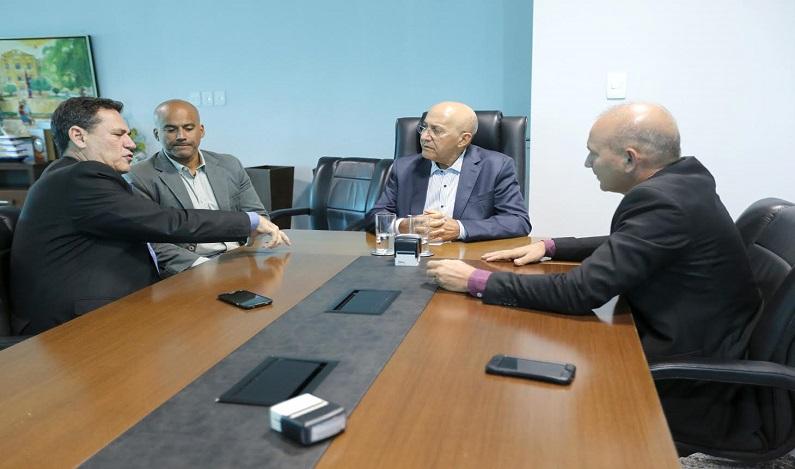 Maurão de Carvalho pede prioridade ao governador para ajudar Cacoal