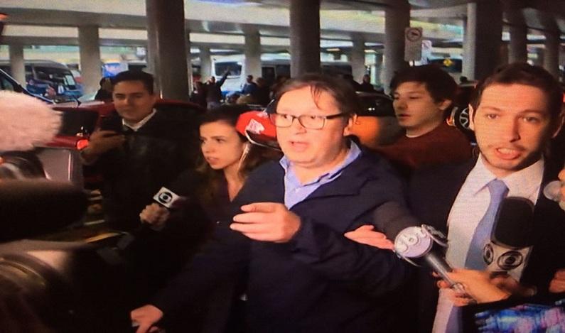 Deputado afastado Rocha Loures chega ao Brasil