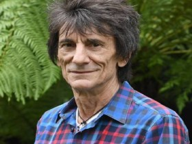 Guitarrista Ronnie Wood, dos Stones, retira tumor do pulmão