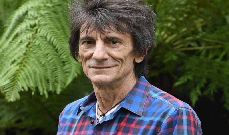 Guitarrista Ronnie Wood, dos Stones, retira tumor do pulmão