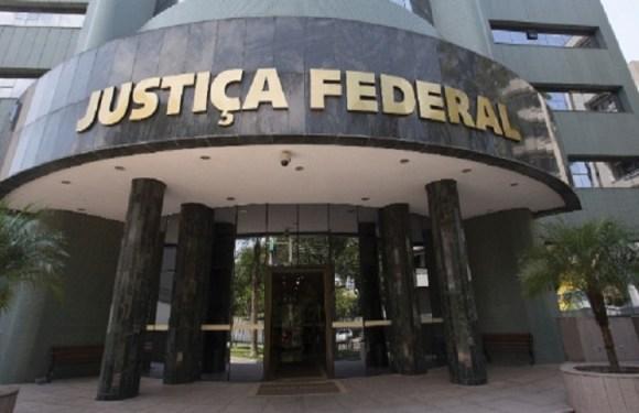 Com prédio da Justiça isolado e sem transmissão ao vivo, Lula depõe a Moro