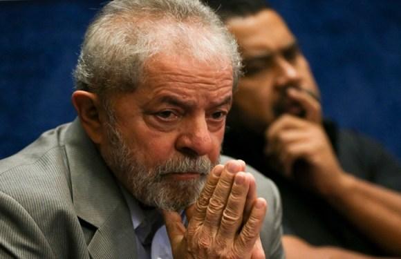 Voo de Lula para Curitiba sai de São Paulo; vídeo mostra ex-presidente deixando apartamento