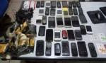 Pacotes com 39 celulares são encontrados no pátio do presídio de Vilhena, RO