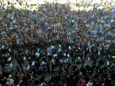Funcionários do Theatro Municipal do Rio fazem protesto contra salários atrasados
