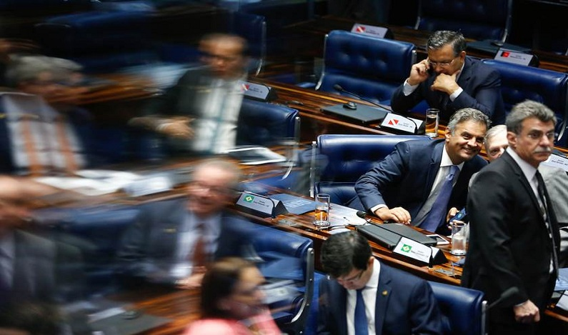 Gabinete de Aécio pode funcionar durante afastamento, diz ministro