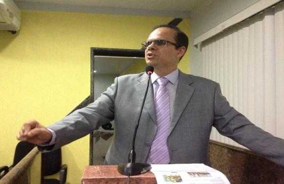 Alan Queiroz agradece serviço de tapa-buracos na rua Padre Chiquinho