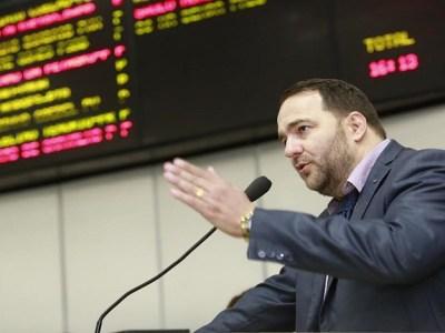 Deputado Alex Redano retira projeto de pauta e vai aprofundar discussão