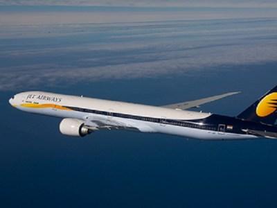 Bebê nasce em voo e ganha passagens aéreas para a vida toda