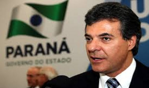 Governador do Paraná é condenado a devolver gastos de estadia em Paris