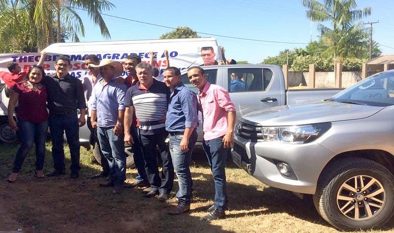 Deputado Edson Martins participa da entrega de veículos em Theobroma
