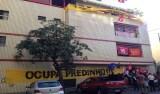 Prédio comprado pela J&F é ocupado por manifestantes em BH