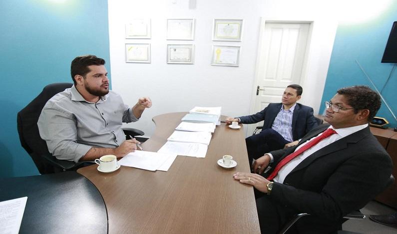 Jean Oliveira recebe visita do prefeito de Guajará Mirim