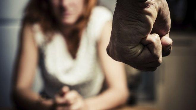 O curso que tenta ensinar homens a não agredirem mais mulheres