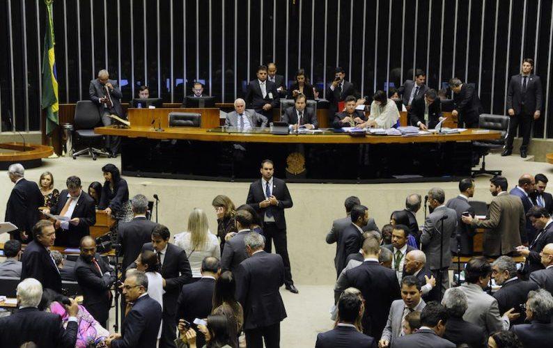 Câmara aprova em 1º turno PEC sobre servidores de ex-territórios