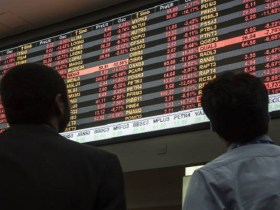 Bolsa despenca e dólar sobe após derrota na votação de reforma
