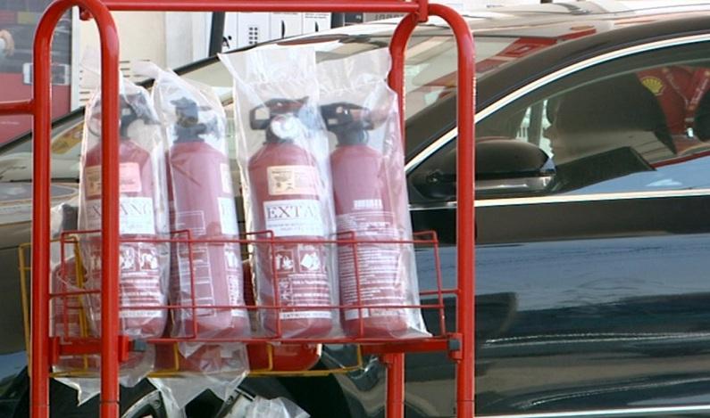 Deputados querem volta do extintor de incêndio em carros