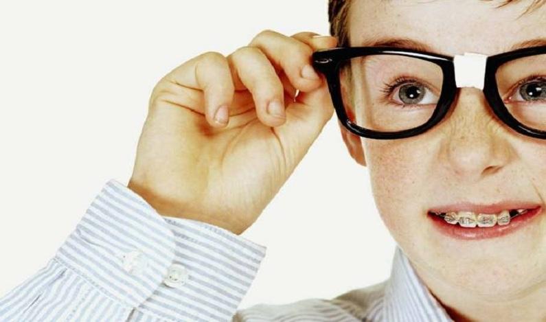 Quanto mais velhos os pais, mais 'nerds' os filhos, aponta estudo
