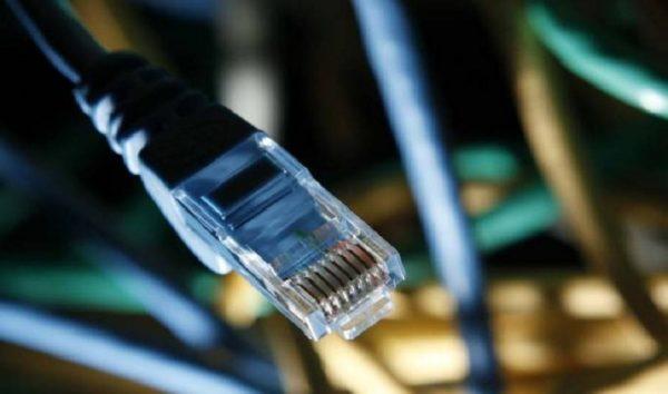 Comissão rejeita projeto que obriga empresa a ofertar internet gratuita