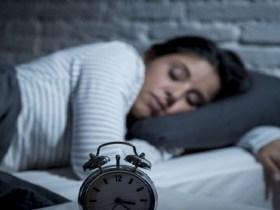 Dormir mais de dez horas por dia eleva risco de problemas cardiovasculares, diz pesquisa