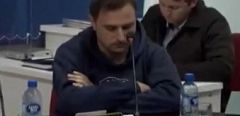 Vídeo de vereador que teve pênis grampeado em mesa choca cidade de Santa Catarina