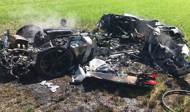 Motorista destrói Ferrari apenas uma hora após comprá-la