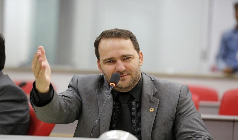 Deputado Alex Redano reforça convite para reunião em Monte Negro