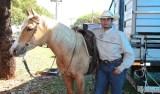 Domador de cavalos em MS aprende a falar inglês ouvindo rádio do Texas e lendo dicionários