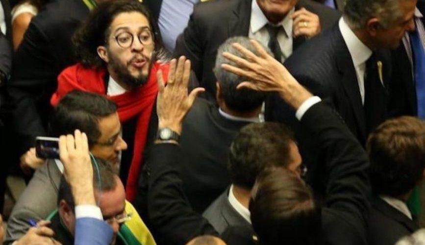 O Brasil está se tornando uma nação de ódio e a corrupção adora isso