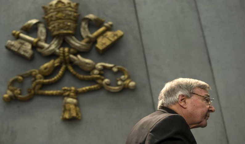 Cardeal acusado de pedofilia vai à Austrália para se defender