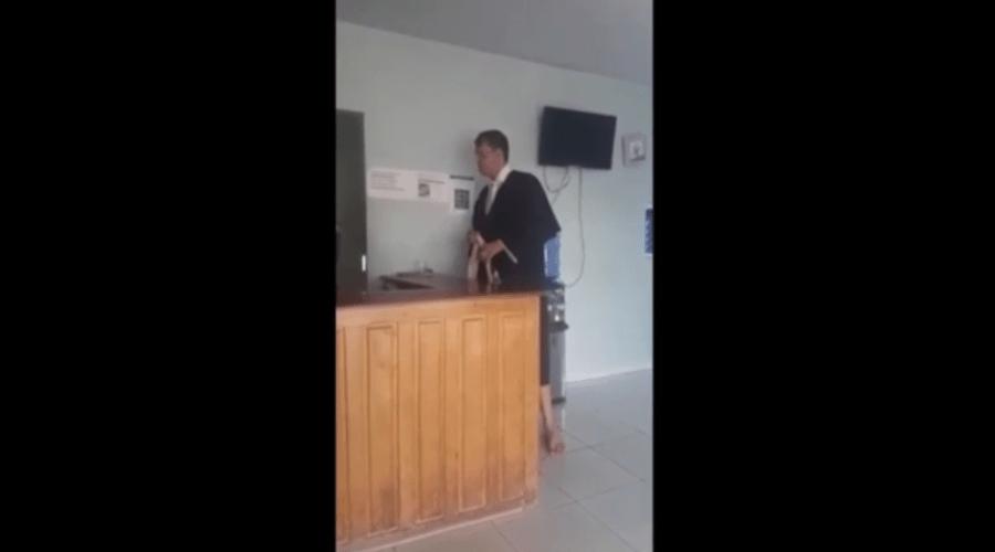 Promotor ameaça hóspedes em hotel, quebra porta de emissora de TV e é internado em MT