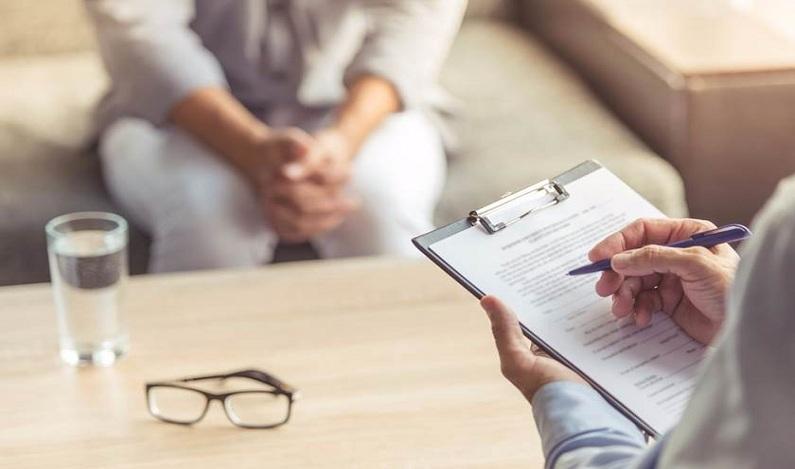 Denúncias de maus-tratos em clínicas psiquiátricas sobem 49% no país