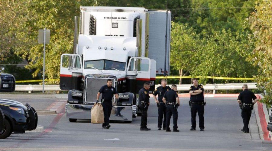 Oito mortos e 20 feridos são encontrados dentro de caminhão no Texas; vídeo