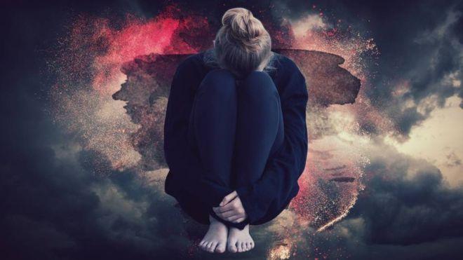 A 'super TPM' que leva algumas mulheres à internação psiquiátrica