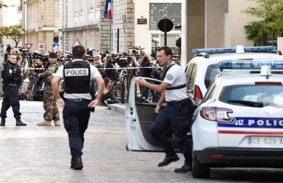 Atropelamento em Paris deixa seis militares feridos